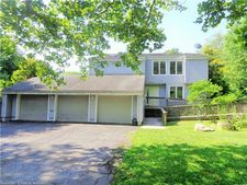 95 Carew Rd, Hamden, CT 06517