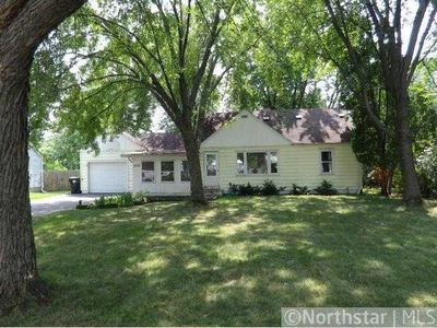 2250 Oakwood Dr, Mounds View, MN