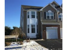 5256 Spring Ridge Dr E, Lower Macungie Township, PA 18062