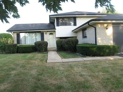 18711 Willow Ave, Country Club Hills, IL 60478
