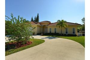 845 SW Wisper Bay Dr, Palm City, FL 34990