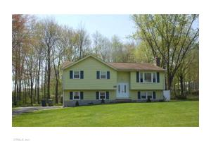 15 Fleetwood Dr, Plainville, CT 06062