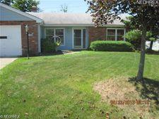 7220 Somerville Dr, Oakwood Village, OH 44146