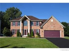 122 Landings Dr, Amherst, NY 14228