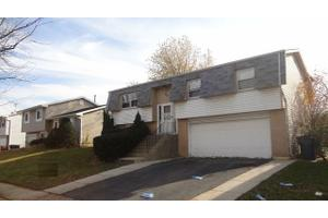 77 W Drummond Ave, Glendale Heights, IL 60139