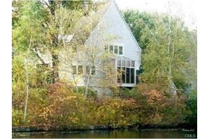 230 New Canaan Ave Apt 24, Norwalk, CT 06850
