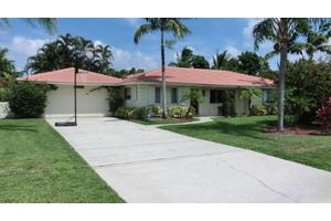 3525 S Lake Dr, Boynton Beach, FL 33435