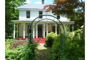 71 E Shore Rd, Sterling Forest, NY 10925