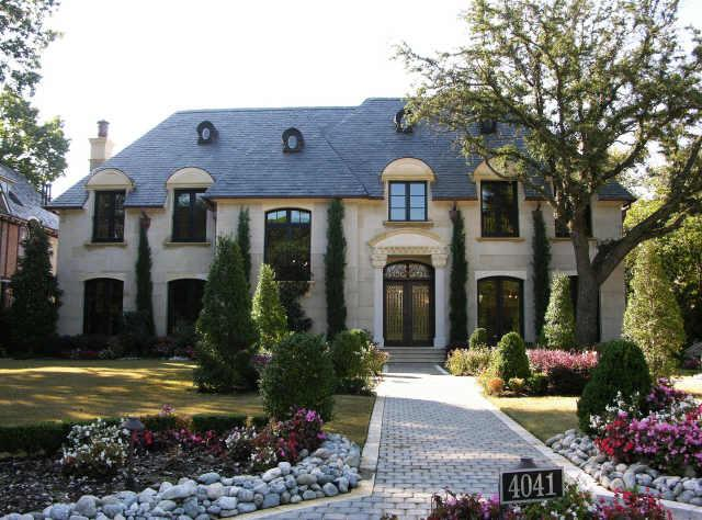 Celebrity homes what 39 s up with these crazy lot sizes for French style house exterior