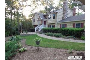 Photo of 41 Churchill Ln,Smithtown, NY 11787