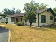 901 S Pecan Ave, Luling, TX 78648