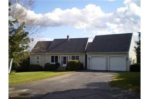 3 Pondview Dr, Lewiston, ME 04240