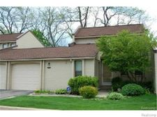 2975 Moon Lake Dr, West Bloomfield, MI 48323