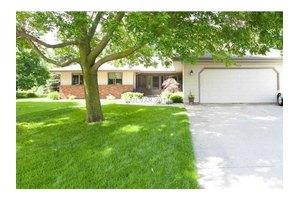 257 Oak Manor Dr, Oshkosh, WI 54904