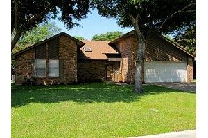1307 Brookfield Ln, Mansfield, TX 76063