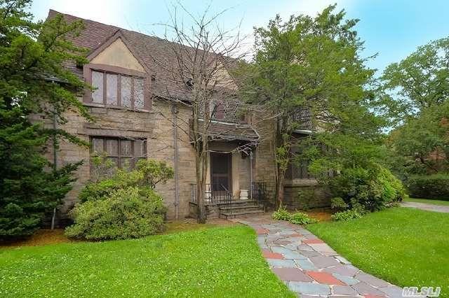 40 Markwood Rd, Forest Hills, NY 11375 - realtor.com®