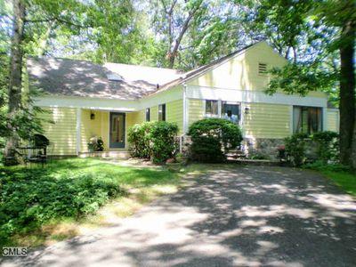 405 Rock Rimmon Rd, Stamford, CT