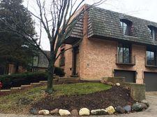 570 W Russell St, Barrington, IL 60010