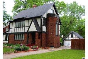 1609 SW Macvicar Ave, Topeka, KS 66604