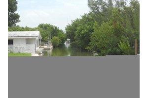 30813 Witters Ln, Big Pine, FL 33043