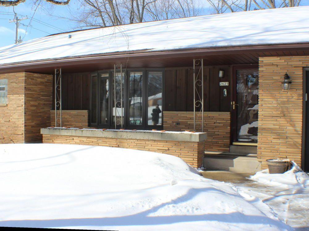 2625 s meadowlark dr new berlin wi 53151. Black Bedroom Furniture Sets. Home Design Ideas