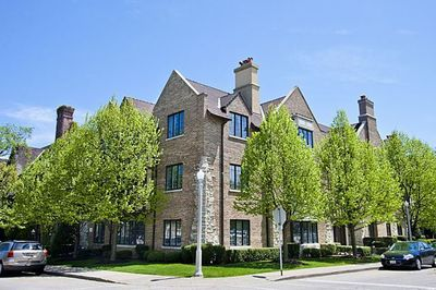 521 Oakwood Ave Apt 1B, Lake Forest, IL