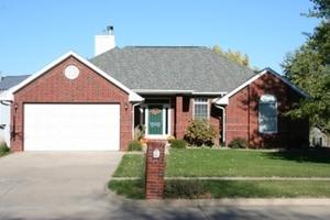 1601 Red Oak Dr, Coralville, IA 52241