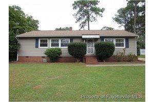 1724 Catawba St, Fayetteville, NC 28303