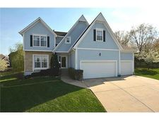 5608 Meadow Ct, Parkville, MO 64152