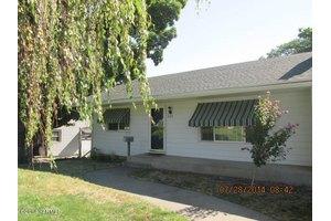 221 N 26th Ave, Yakima, WA 98902