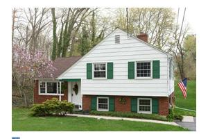 816 Queen Dr, West Chester, PA 19380