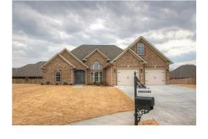 210 Oak Brook Dr, Florence, AL 35630