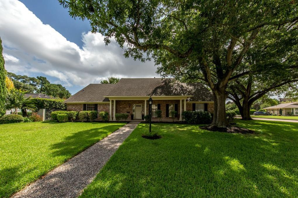 18611 Point Lookout Dr Nassau Bay, TX 77058