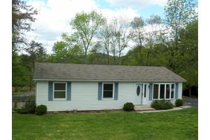 39 Woodland Dr, Lock Haven, PA 17745