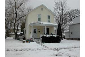 208 S 16th St, Escanaba, MI 49829