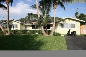 2431 NE 2nd Ave, Boca Raton, FL 33431