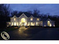 7515 Hiddenbrook Ln, Bloomfield Hills, MI 48301