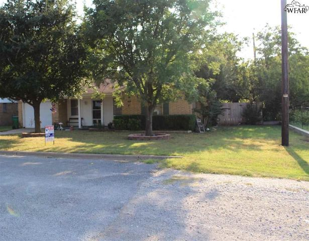 burkburnett mature singles 902 kiowa dr , burkburnett, tx 76354-2918 is a single-family home listed for-sale at $174,900  awesome courtyard entry, large mature trees, circle drive.