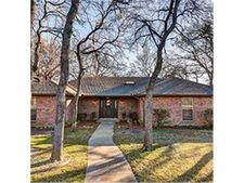 708 Saddlebrook Dr S, Bedford, TX 76021