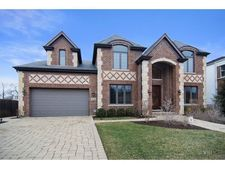 4330 Suffield Ct, Skokie, IL 60076