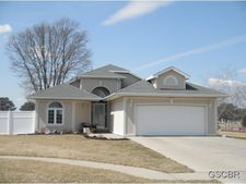 111 Green Court Dr, Elk Point, SD 57025