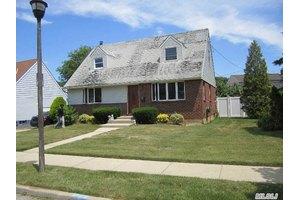 1524 Caryl Ct, Elmont, NY 11003