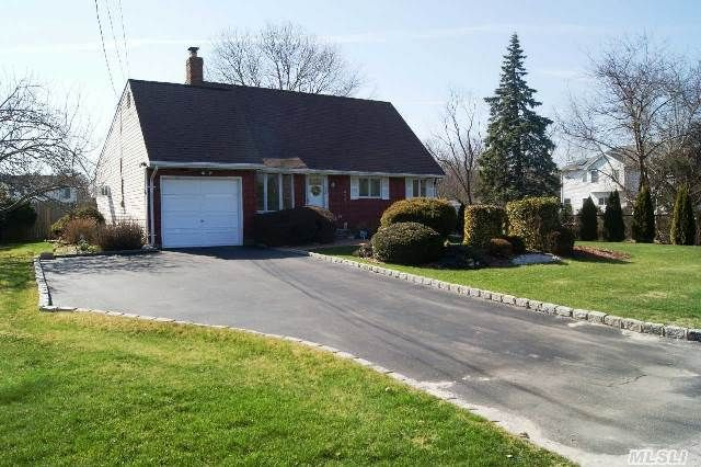 360 Munsell Rd East Patchogue, NY 11772