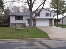 170 Fox Glen Rd, Fredonia, WI 53021