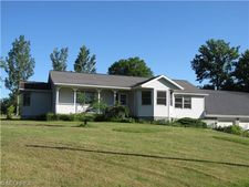 7924 Akron Rd, Sterling, OH 44276