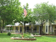 428 China St, Center Point, TX 78019