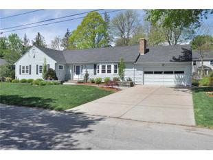 4 BRIARFIELD RD, Barrington, RI.