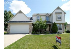 8279 Sherwood Dr, Grand Blanc, MI 48439