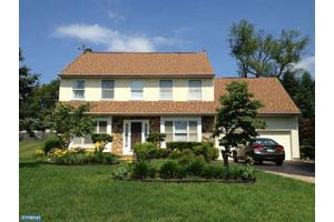 202 Hidden Creek Dr, Hatboro, PA 19040
