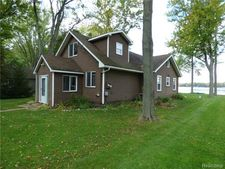 7526 Base Lake Rd, Webster, MI 48130